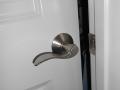 Detalles de cerrajería en puertas de interior